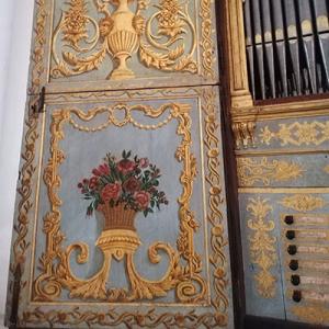 Portada e manúbrios do órgão da Igreja de Santiago de Tavira