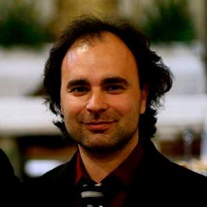 Pedro Vaz, percussão, de Cinfães