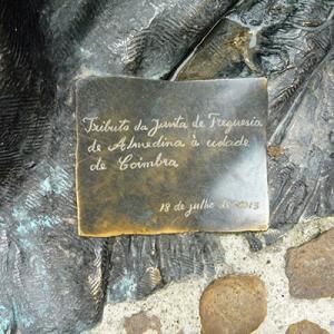 Monumento de Almedina à cidade de Coimbra
