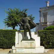 Monumento ao tenor Tomás Alcaide, Estremoz, Portugal