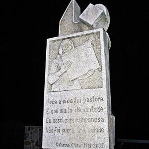 Monumento a Catarina Chitas em Penha Garcia