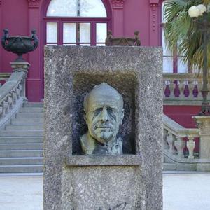 Gonçalo Sampaio, folclorista, da Póvoa de Lanhoso, busto de Abel Salazar no Jardim Botânico do Porto