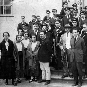 Raymunda Martins de Carvalho, a primeira à esquerda, com a Banda Filarmónica de Penacova