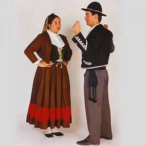 Grupo Folclórico Cantas e Cramóis de Pias, trajes de Aveloso