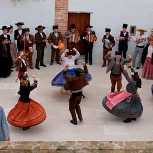 Rancho Folclórico Rosas do Lena